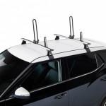 Keel Portakayak plegable para montaje sobre barras de techo.